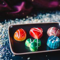 Bombones de chocolate blanco rellenos de peta zeta - Komo